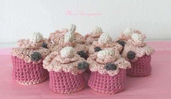 cupcake-crochet-pochons-dragées-baptême-mariage-miss bergamote